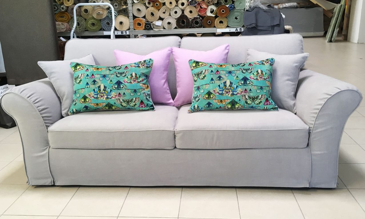 Fordera per divano su misura con cuscini personalizzati scelti dal cliente